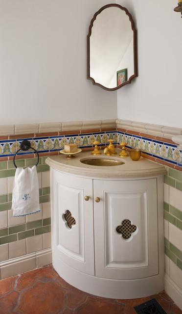 Corner vanity in small bathroom