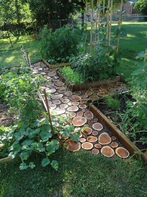 DIY Wood Slab Garden Path