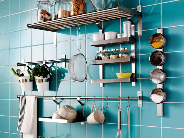 Keep your kitchen utensils on the walls