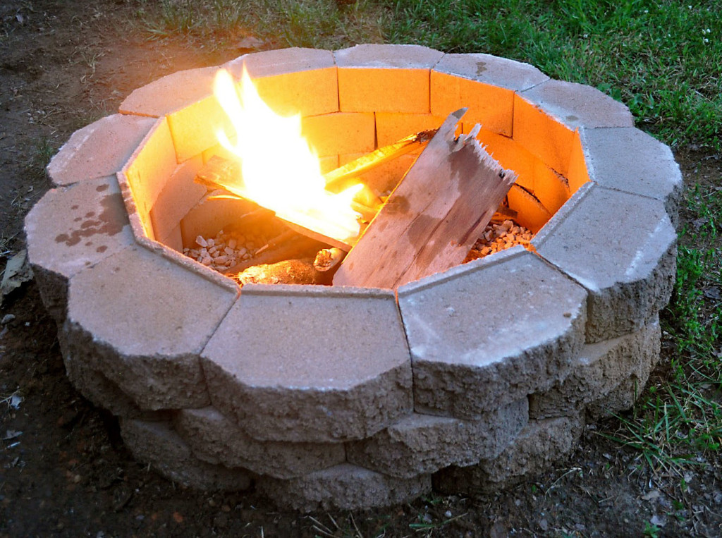 Simplest DIY Backyard Fir Pit Idea