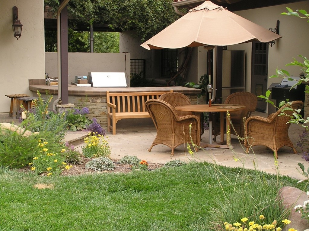 15 fabulous small patio ideas to make most of small space for Small outdoor table ideas