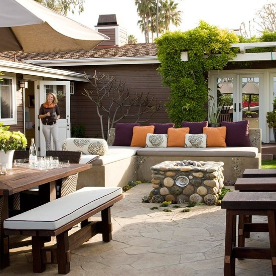 15 fabulous small patio ideas home and gardening ideas for Small deck seating ideas