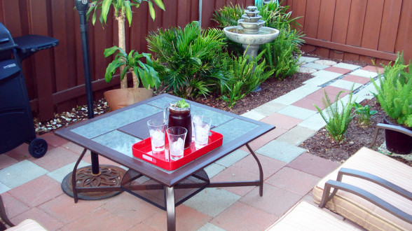 15 fabulous small patio ideas home and gardening ideas for Outdoor decorating patio ideas