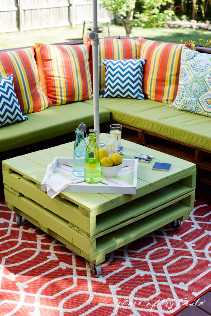 Patio Makeover with DIY Pallet Furniture