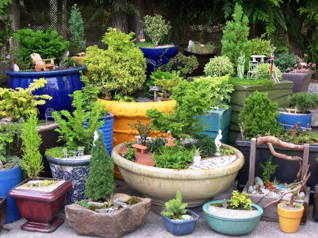 25 fabulous garden decor ideas home and gardening ideas for Tree decorations for garden