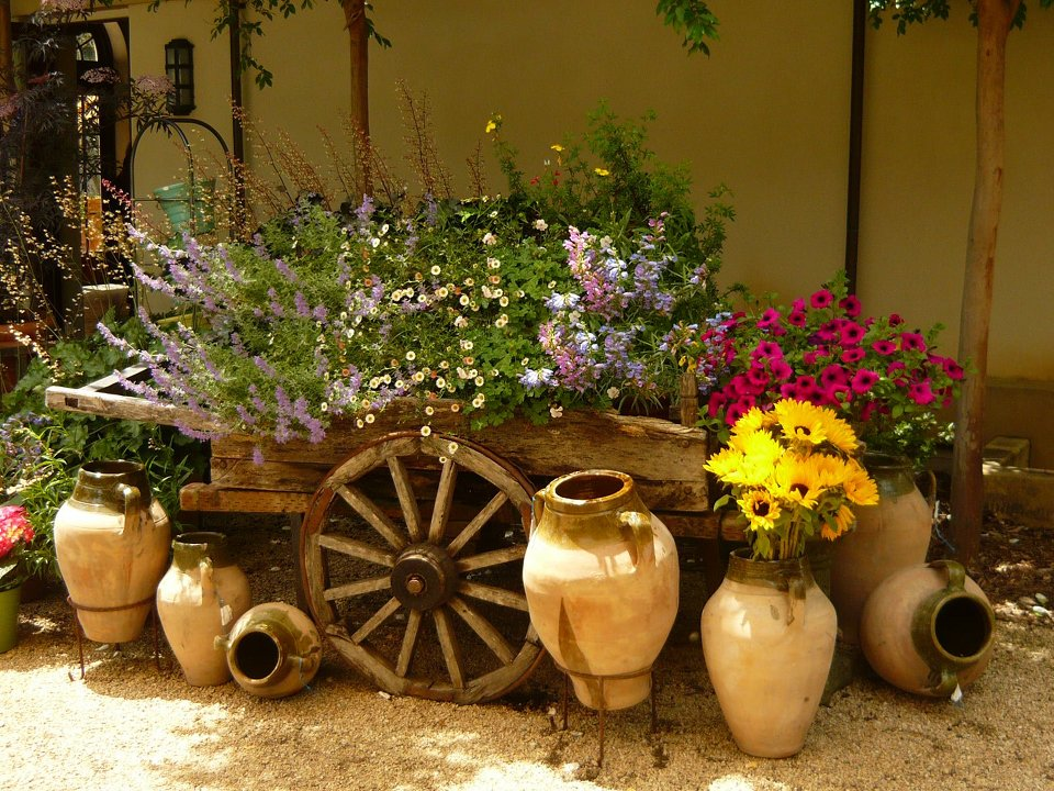 25 fabulous garden decor ideas home and gardening ideas for Flower garden decorations