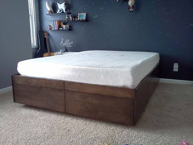 15 diy platform beds that are easy to build home and gardening ideas home design decor. Black Bedroom Furniture Sets. Home Design Ideas