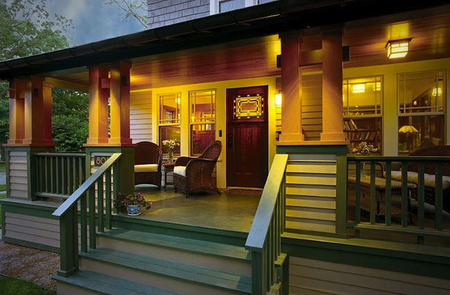 Front porch ideas to add more aesthetic appeal to your for Front deck designs bungalow