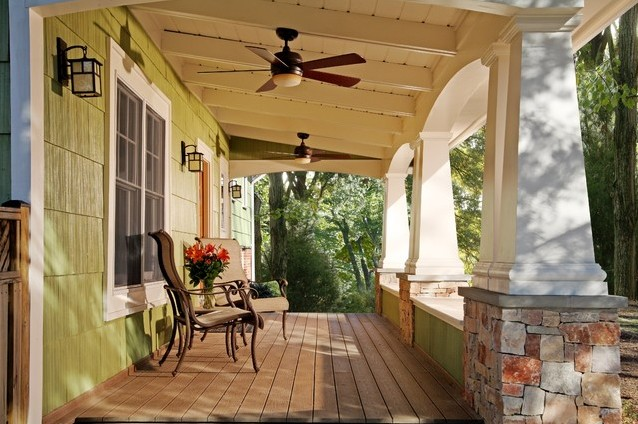 Front porch ideas to add more aesthetic appeal to your for Craftsman style screened porch