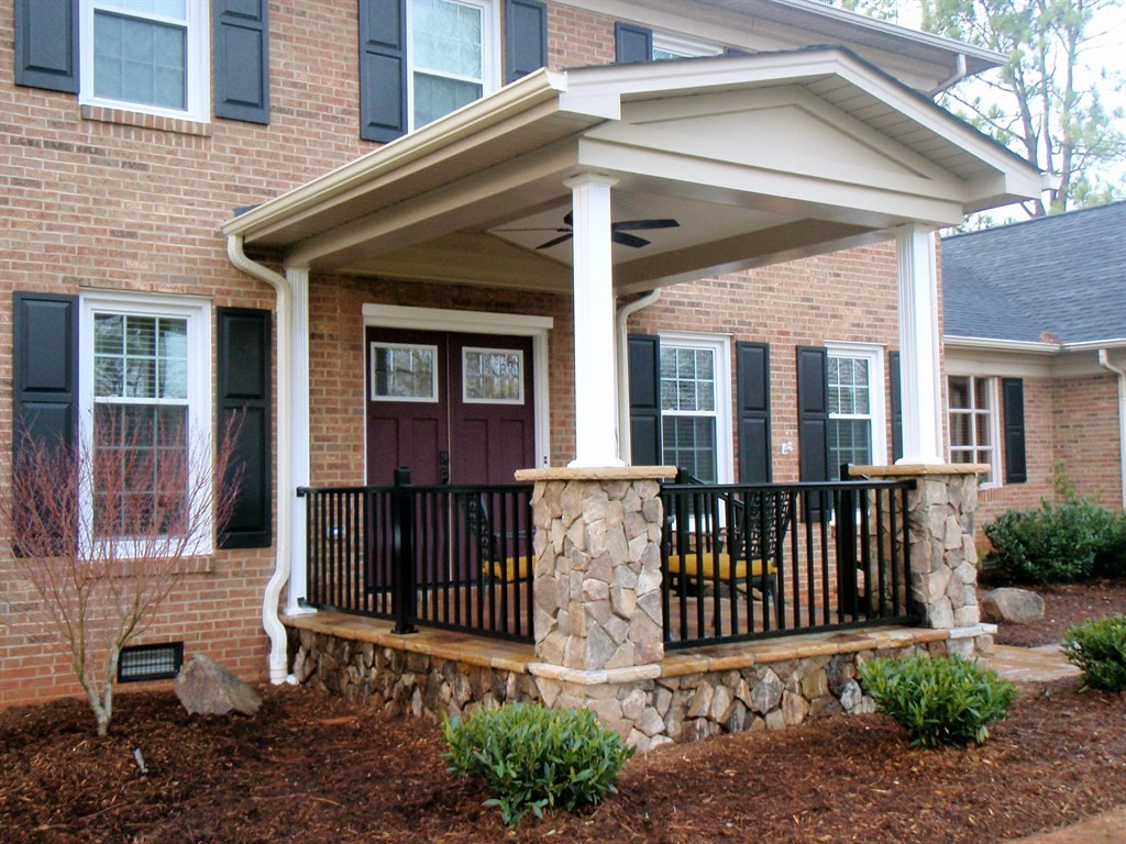 Front porch ideas to add more aesthetic appeal to your for Front door patio