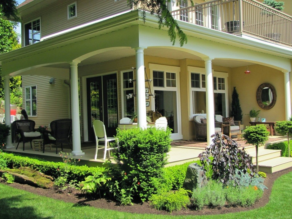 Front porch ideas to add more aesthetic appeal to your for Homes with verandahs all around