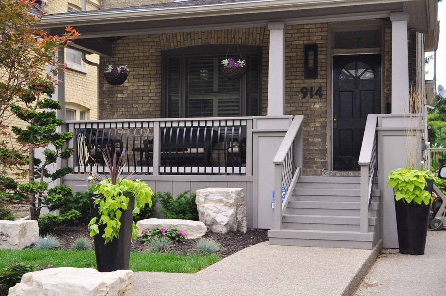 Front porch ideas to add more aesthetic appeal to your for Small outdoor porch ideas