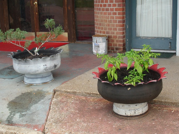 12 tire planter ideas make beautiful planters from old for Using tyres as planters