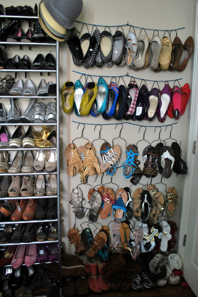 25 diy shoe rack keep your shoe collection neat and tidy home and gardening ideas home - Unusual uses for wire coat hangers ...