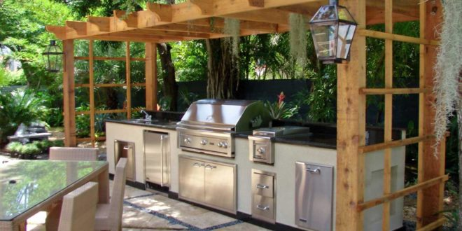 17 outdoor kitchen plans turn your backyard into for Building an outdoor kitchen
