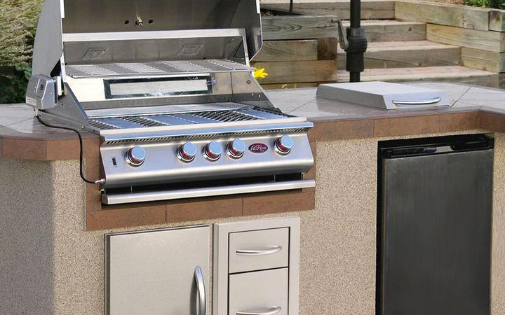 Outdoor Kitchen With Extras