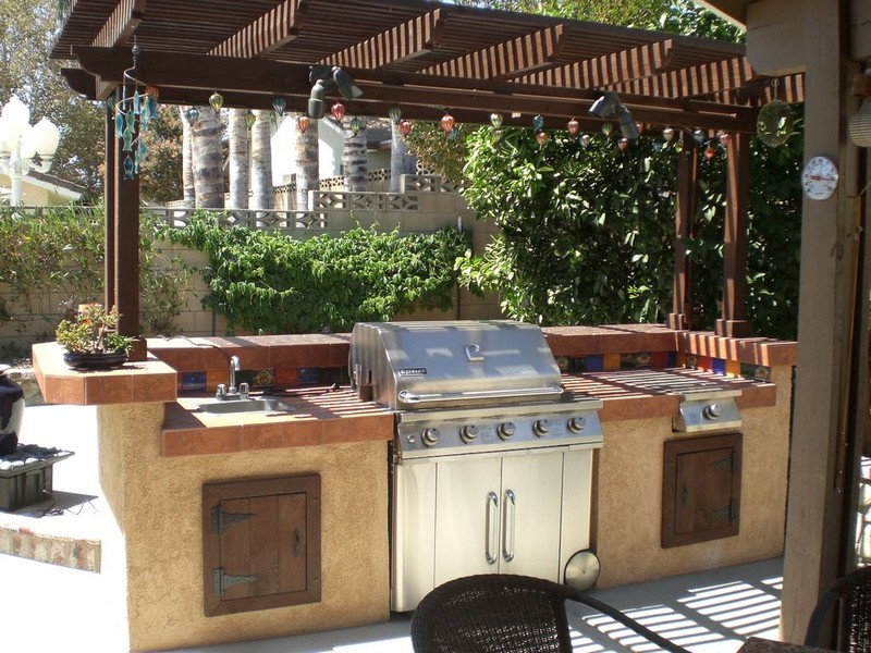 10 outdoor kitchen plans turn your backyard into for Pergola outdoor kitchen