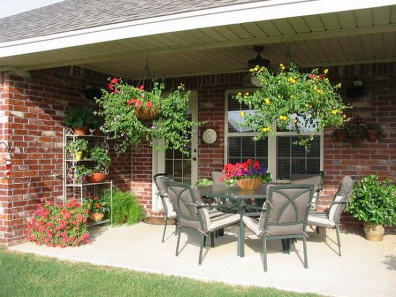 30 inspiring patio decorating ideas to relax on a hot days for Covered patio decorating ideas