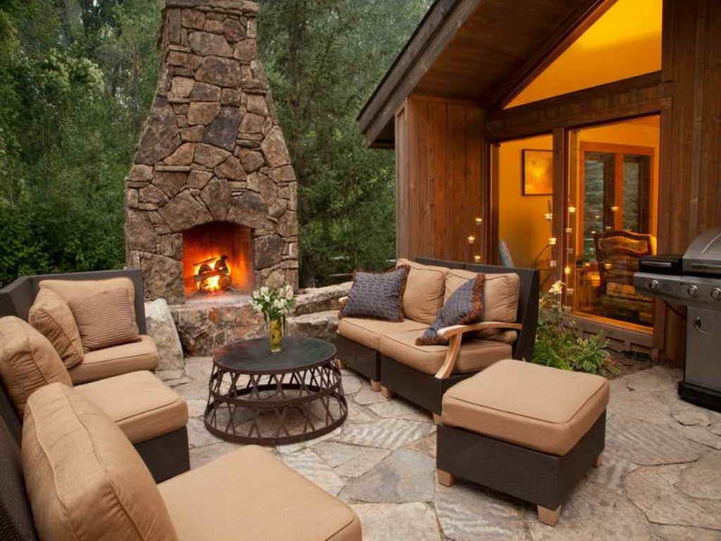 30 inspiring patio decorating ideas to relax on a hot days for Backyard decoration