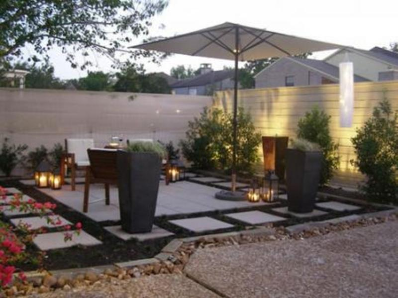 30 inspiring patio decorating ideas to relax on a hot days for Modern back garden designs