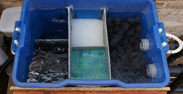 10 diy pond filter inexpensive and easy to build home for Keeping ponds clean without filter