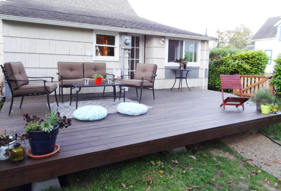 15 diy decks you can build yourself for outdoor retreat for Simple platform deck plans