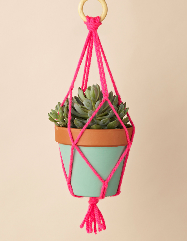 23 Beautiful Diy Macrame Plant Hangers To Hold Indoor Planters
